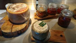 Tablao Flamenco spanish cheeses